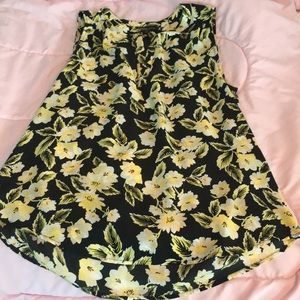 NWT sleeveless blouse yellow floral